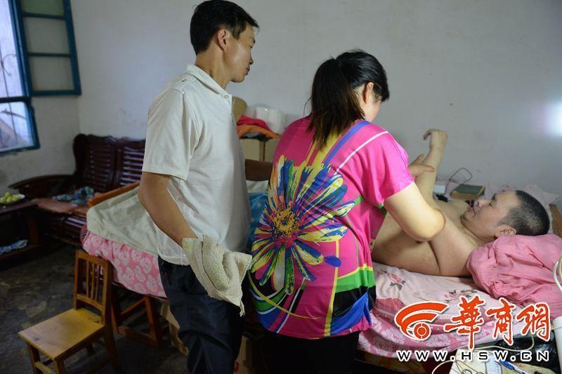 Chinesa divorcia de marido paralítico, se casa com seu melhor amigo para que possam cuidar dele juntos