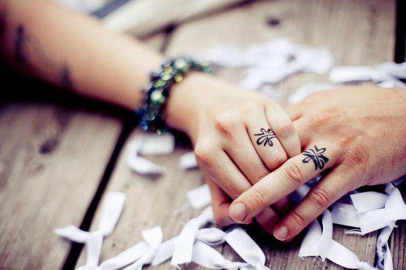 As melhores tatuagens de aliança de casamento 04