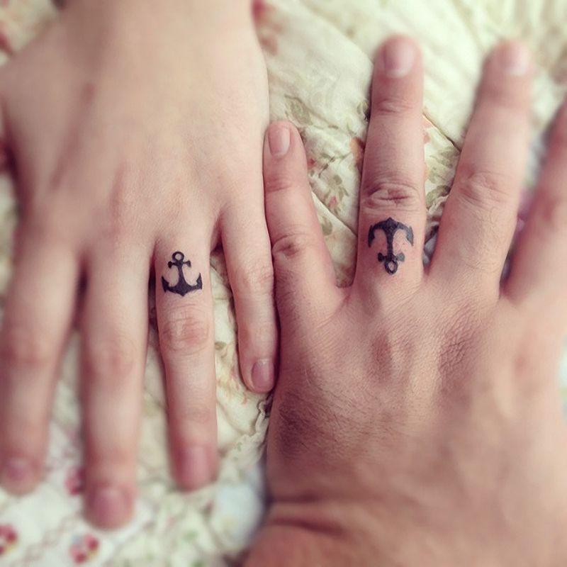As melhores tatuagens de aliança de casamento 28
