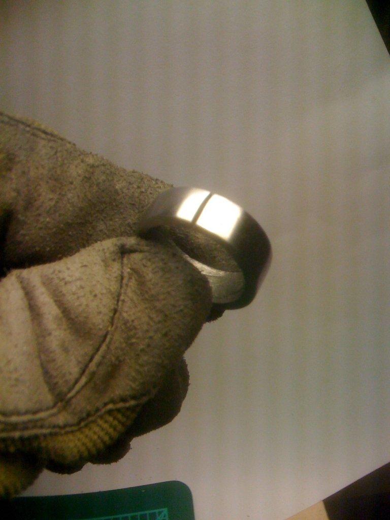 Homem forja alian�a de casamento com um meteorito 10