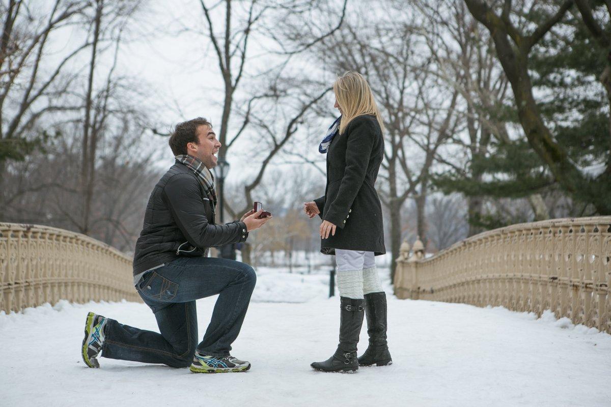 Esse cara secretamente fotografa pedidos de casamento em Nova York 02