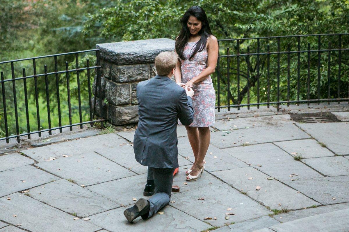 Esse cara secretamente fotografa pedidos de casamento em Nova York 03