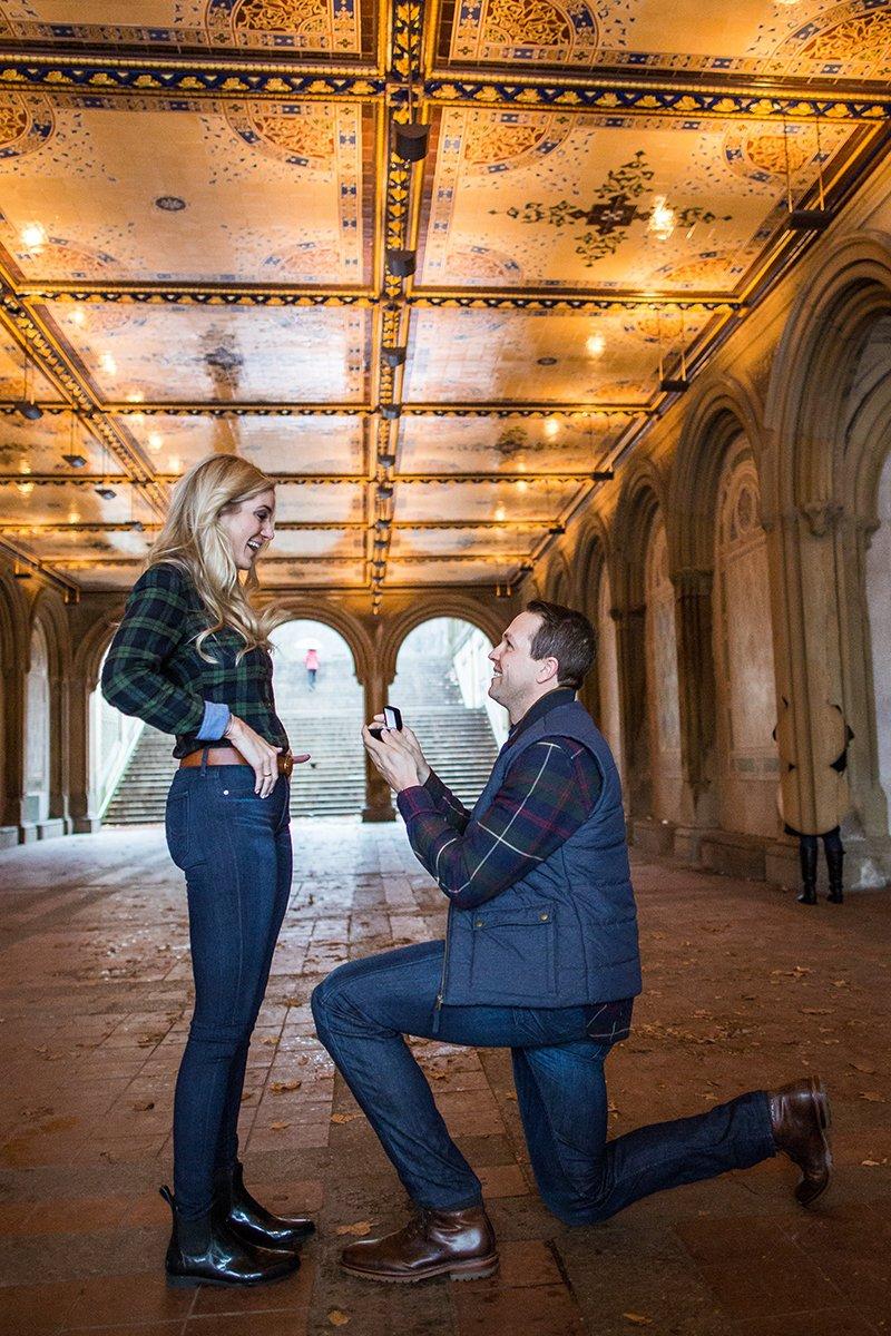 Esse cara secretamente fotografa pedidos de casamento em Nova York 06