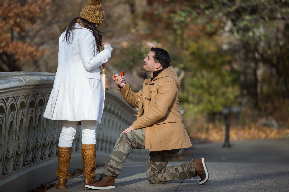 Esse cara secretamente fotografa pedidos de casamento em Nova York 12