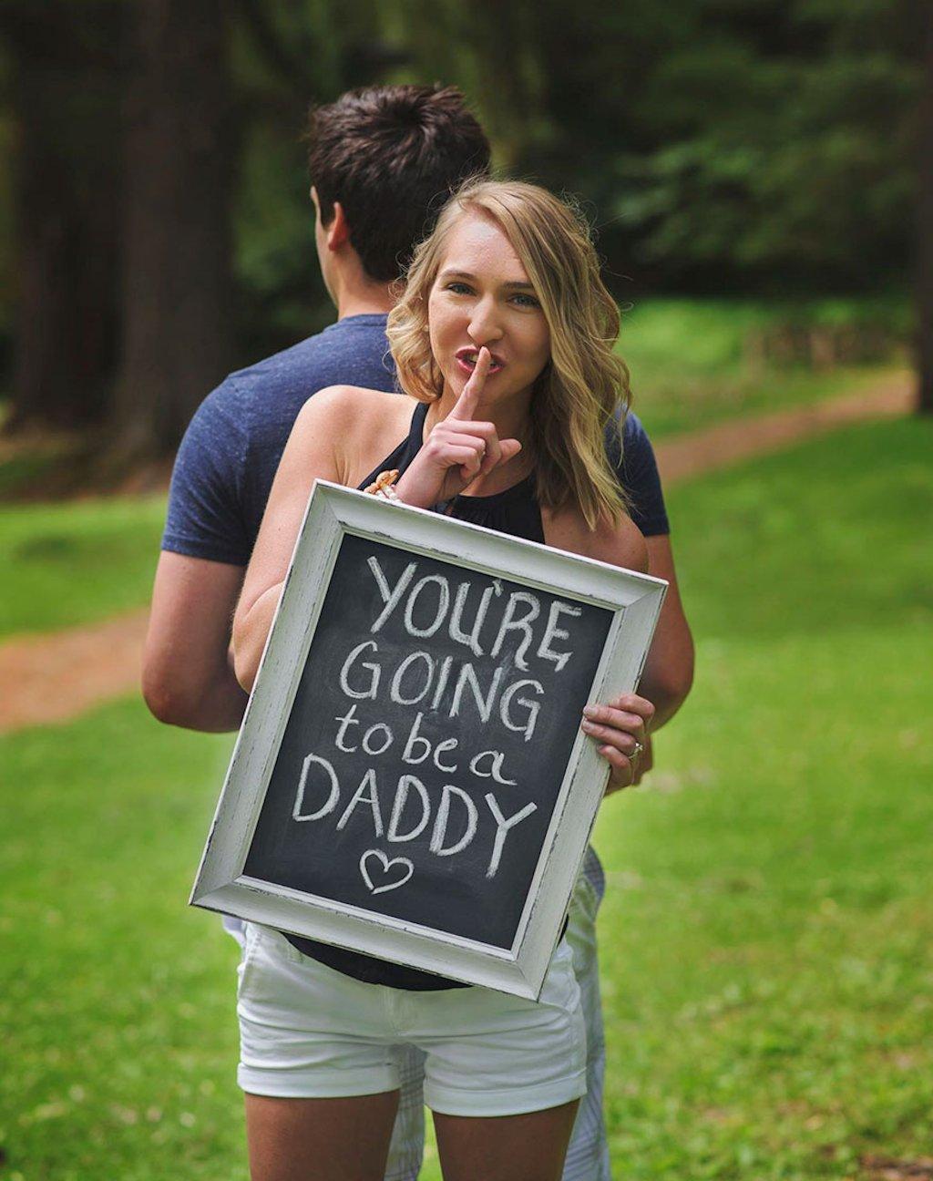 Esposa surpreende o marido anunciando sua gravidez durante uma sessão de fotos 04