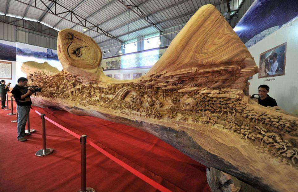 Escultor chinês passa longos 4 anos esculpindo incrível obra prima em madeira 01