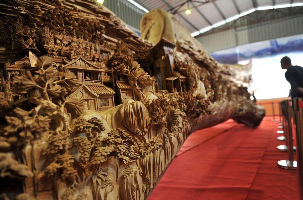 Escultor chinês passa longos 4 anos esculpindo incrível obra prima em madeira 03