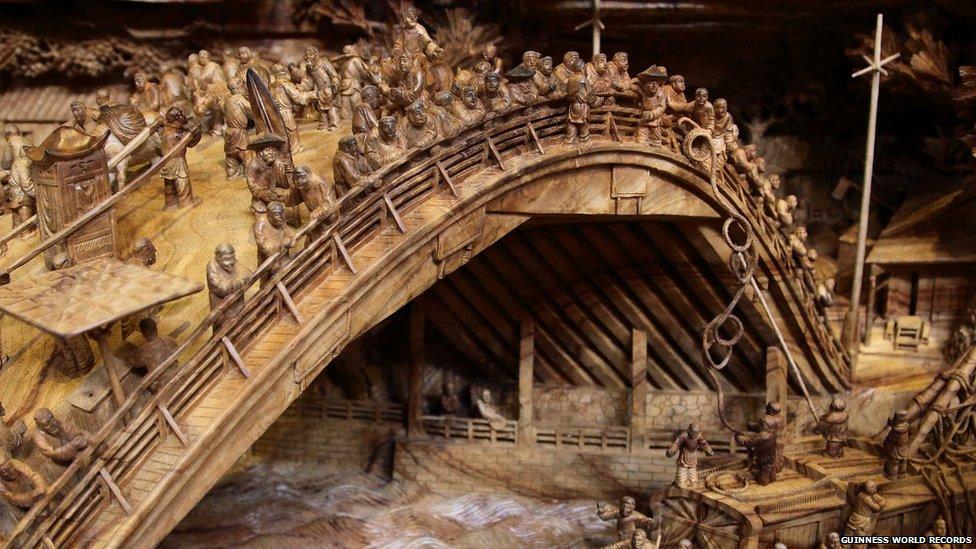 Escultor chinês passa longos 4 anos esculpindo incrível obra prima em madeira 06