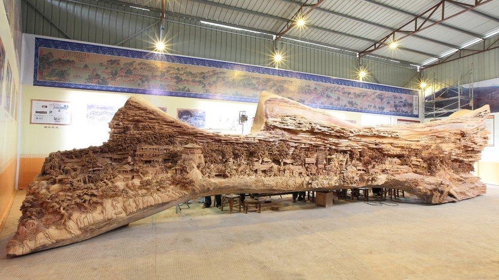 Escultor chinês passa longos 4 anos esculpindo incrível obra prima em madeira 07
