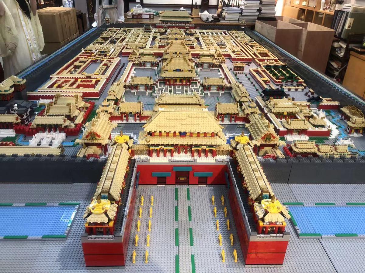 Chinês recria a Cidade Proibida de Pequim com mais de 700.000 blocos de Lego
