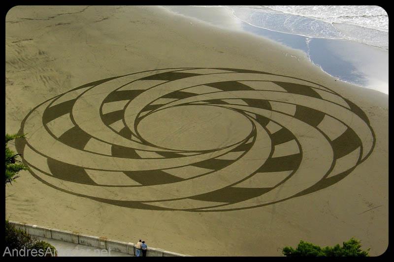 Obras de arte ef�meras na areia da praia 09
