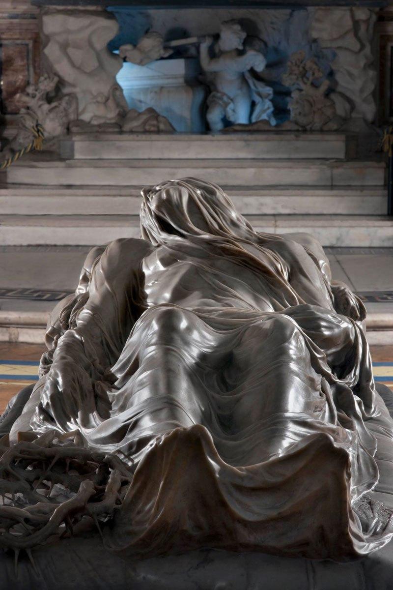 Esta pequena capela é o lar de algumas das maiores esculturas de mármore da história 08