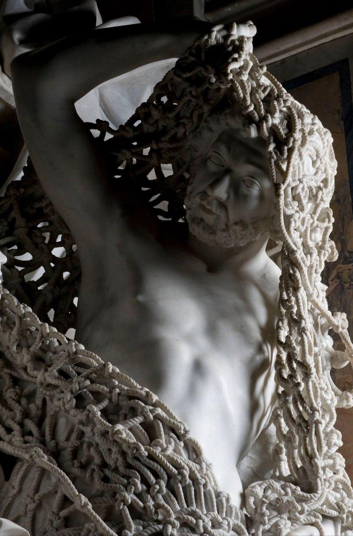 Esta pequena capela é o lar de algumas das maiores esculturas de mármore da história 12