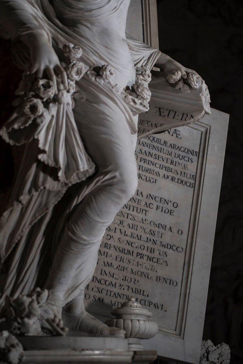 Esta pequena capela é o lar de algumas das maiores esculturas de mármore da história 16