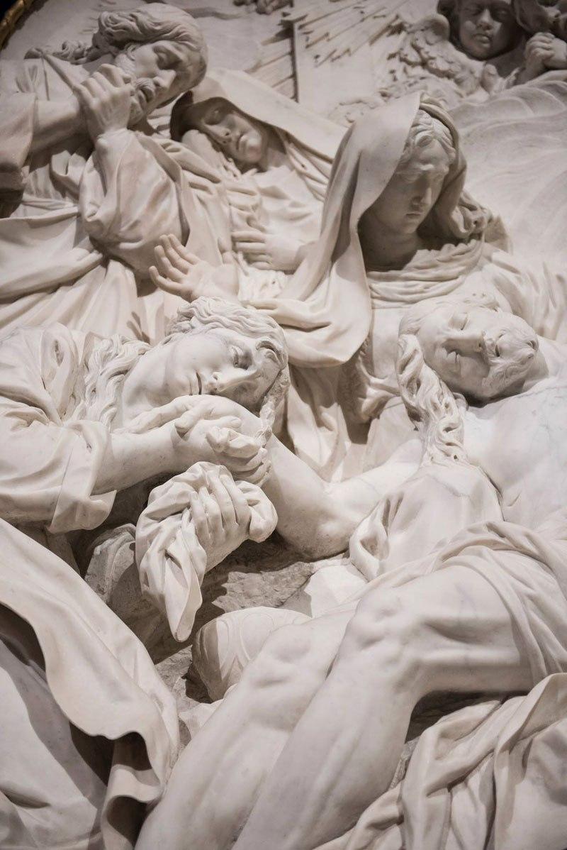 Esta pequena capela é o lar de algumas das maiores esculturas de mármore da história 24