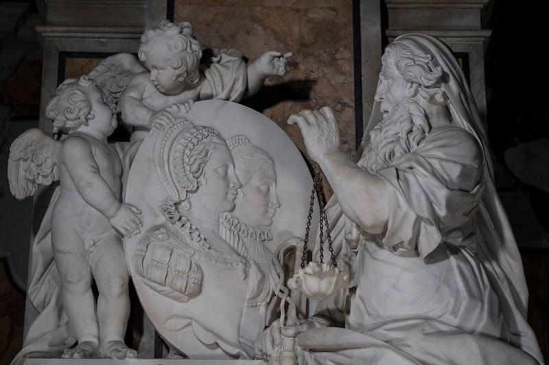 Esta pequena capela é o lar de algumas das maiores esculturas de mármore da história 26