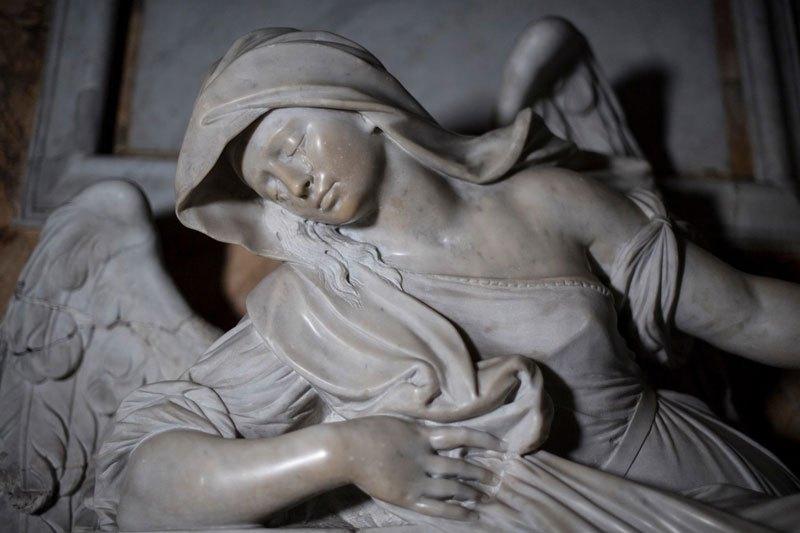 Esta pequena capela é o lar de algumas das maiores esculturas de mármore da história 27