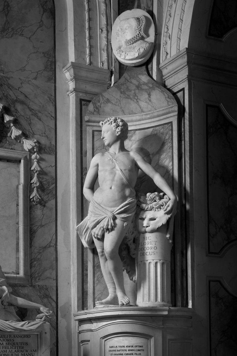 Esta pequena capela é o lar de algumas das maiores esculturas de mármore da história 42