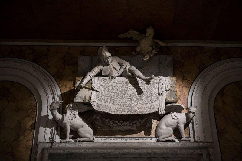 Esta pequena capela é o lar de algumas das maiores esculturas de mármore da história 44