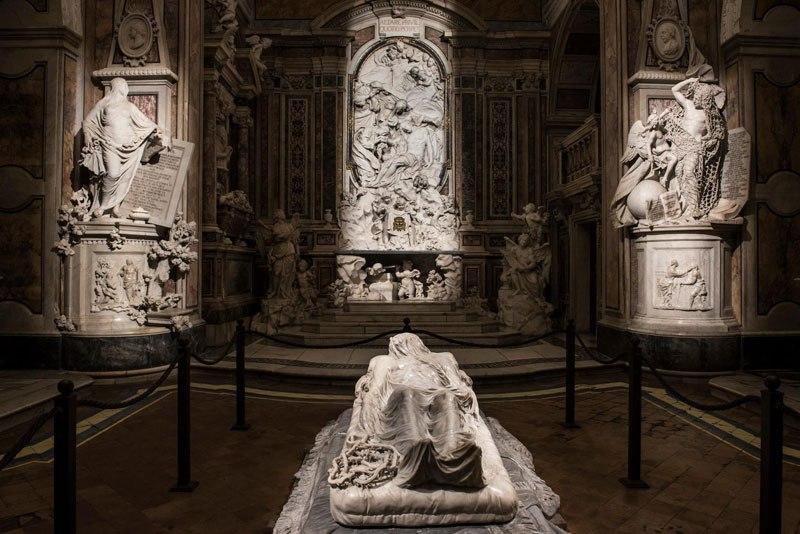 Esta pequena capela é o lar de algumas das maiores esculturas de mármore da história 46