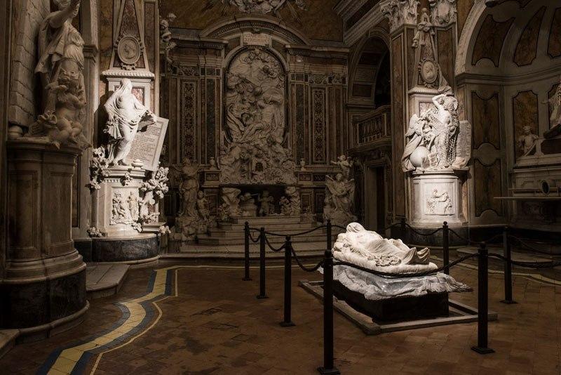 Esta pequena capela é o lar de algumas das maiores esculturas de mármore da história 47