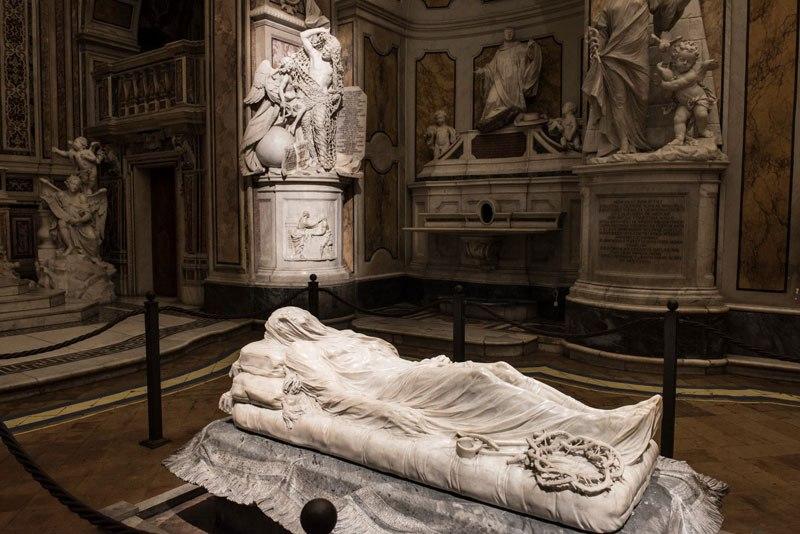 Esta pequena capela é o lar de algumas das maiores esculturas de mármore da história 49