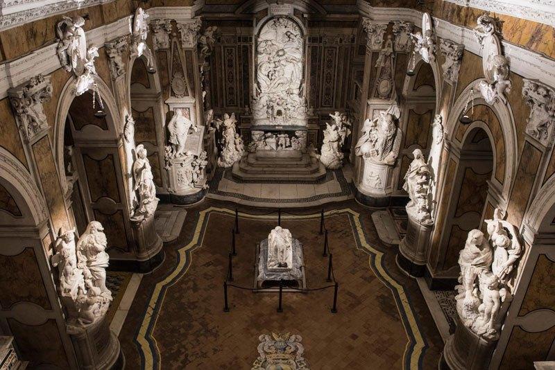 Esta pequena capela é o lar de algumas das maiores esculturas de mármore da história 50