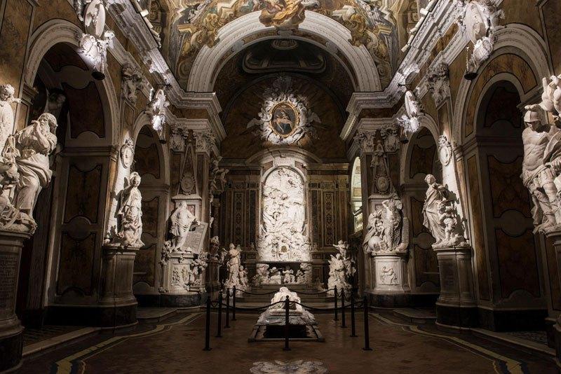 Esta pequena capela é o lar de algumas das maiores esculturas de mármore da história 51