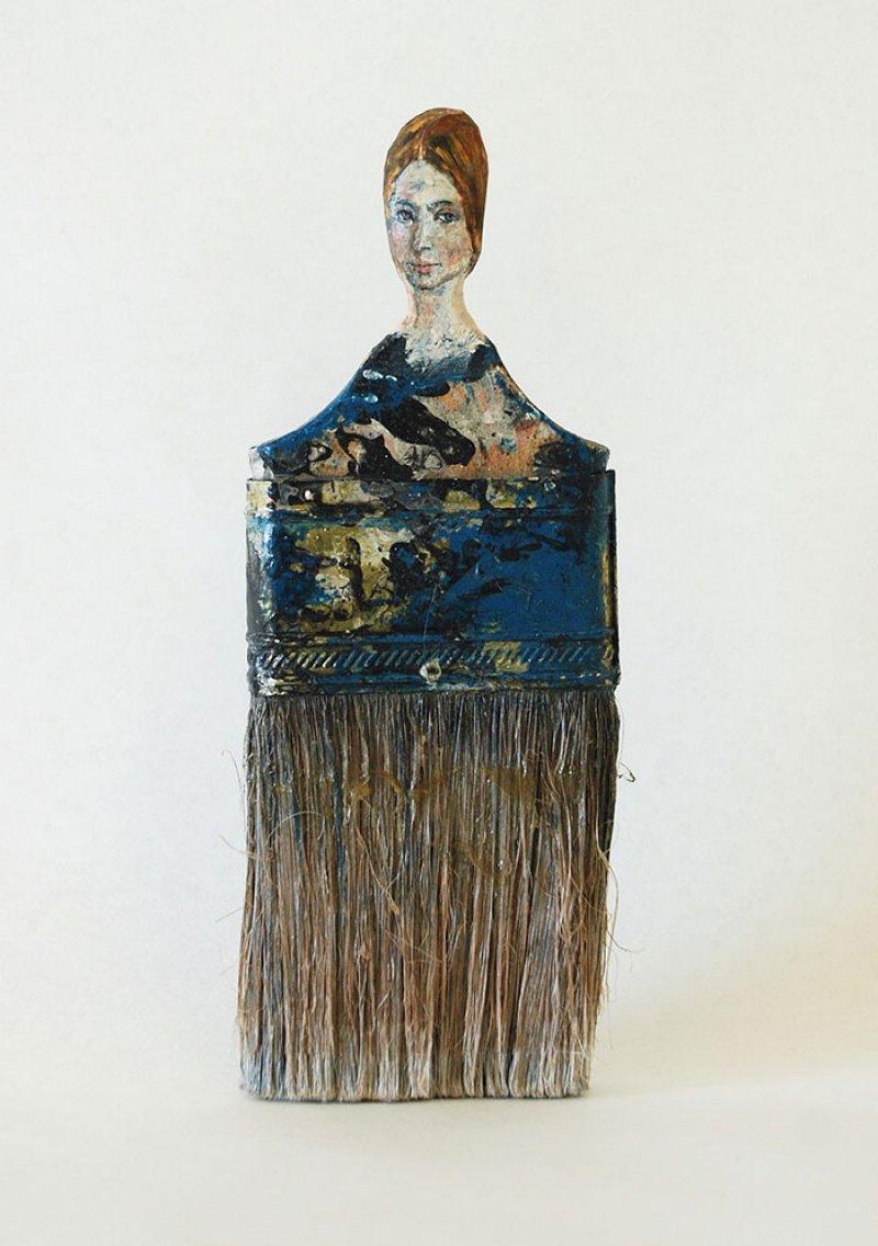Artista transforma seus pincéis e trinchas velhas em damas delicadas 02