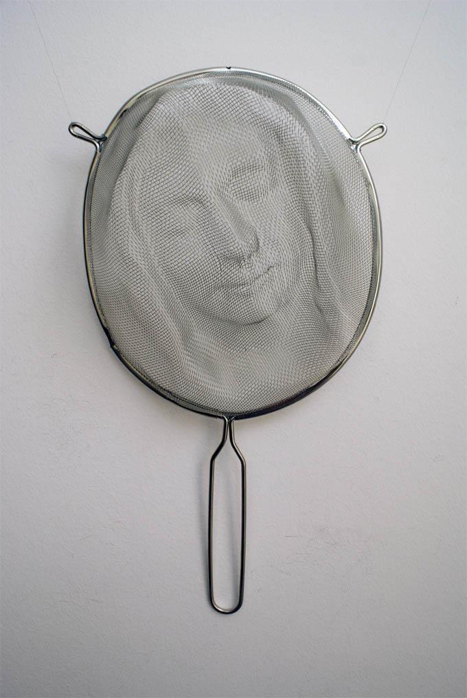 Intrincadas faces sombrias feitas com coadores 06