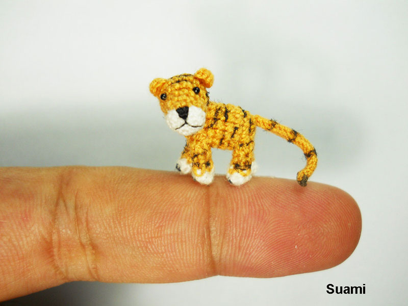 Fam�lia de artes�os vietnamitas cria fi�is reprodu��es de animais em croch� 17