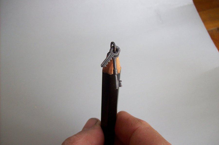 Intrincadas esculturas esculpidas a partir de um único lápis 07