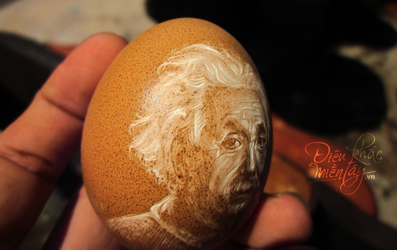 Artista vietnamita esculpe delicados retratos e paisagens em cascas de ovos 09