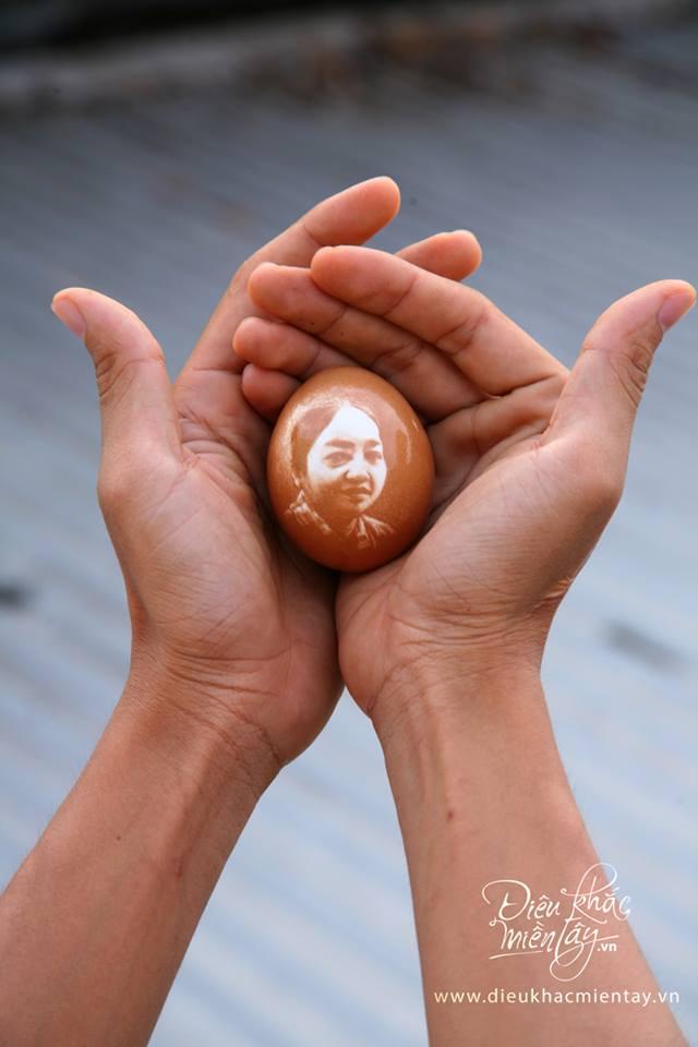 Artista vietnamita esculpe delicados retratos e paisagens em cascas de ovos 12
