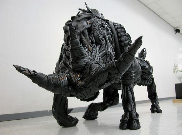 Esculturas surpreendentes de animais feitas com pneus velhos 04