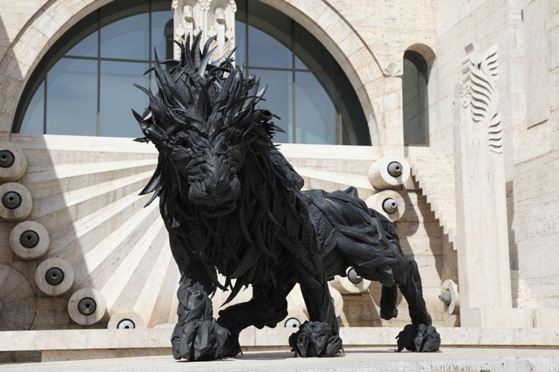 Esculturas surpreendentes de animais feitas com pneus velhos 05