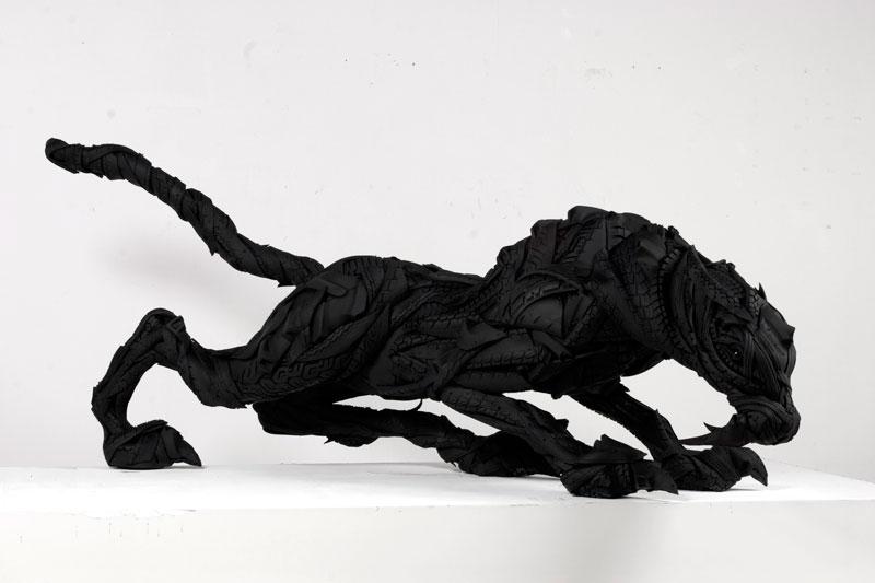 Esculturas surpreendentes de animais feitas com pneus velhos 07