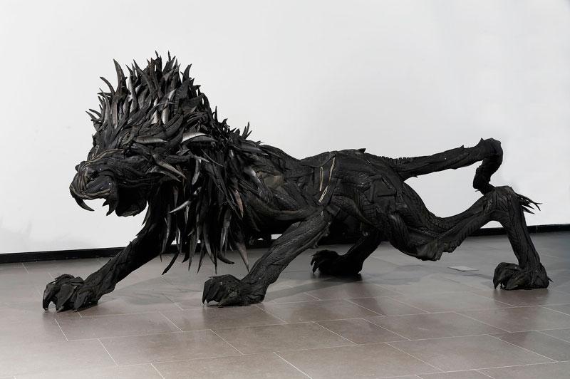 Esculturas surpreendentes de animais feitas com pneus velhos 09