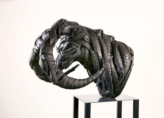 Esculturas surpreendentes de animais feitas com pneus velhos 10