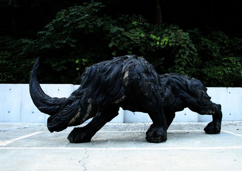Esculturas surpreendentes de animais feitas com pneus velhos 12