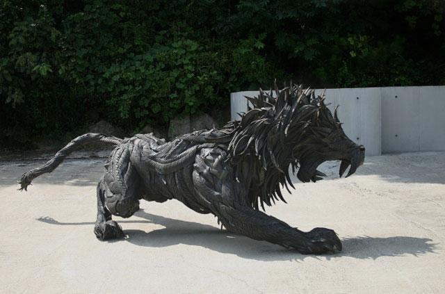 Esculturas surpreendentes de animais feitas com pneus velhos 13
