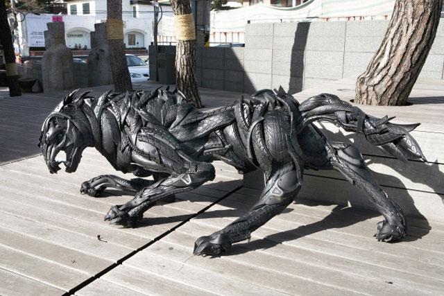 Esculturas surpreendentes de animais feitas com pneus velhos 16