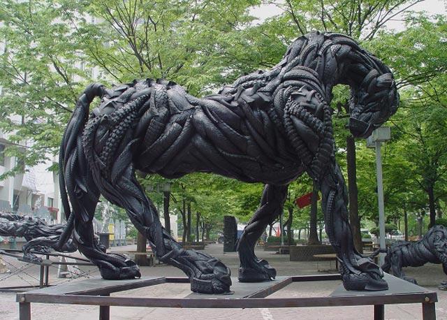 Esculturas surpreendentes de animais feitas com pneus velhos 20