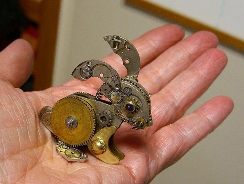 Esculturas steampunk feitas com peças de relógios velhos 15