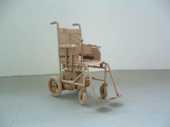 As incríveis esculturas de papelão de Chris Gilmour 07