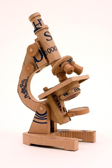 As incríveis esculturas de papelão de Chris Gilmour 24