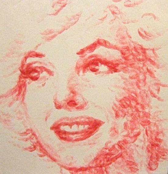 Artista pinta quadro com os lábios