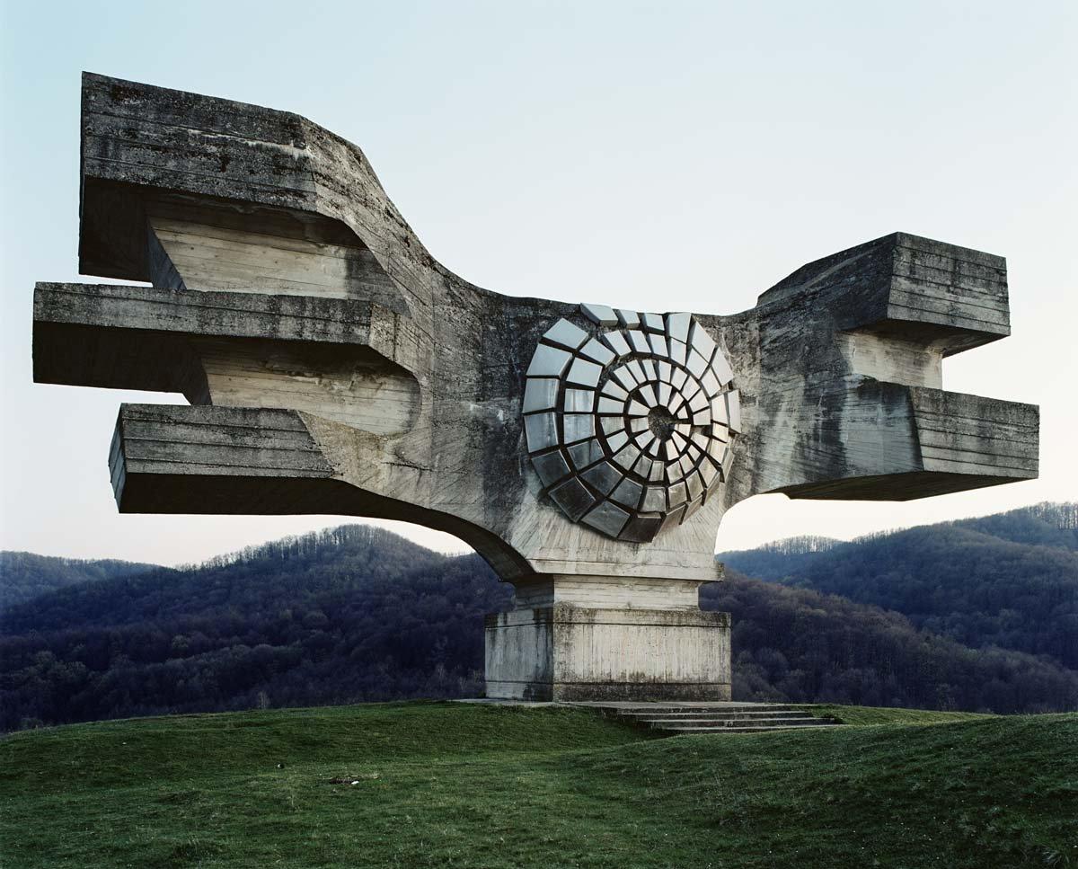 Estes monumentos iugoslavos parecem rel�quias de uma civiliza��o alien�gena