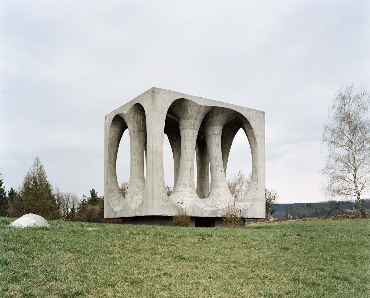 Estes monumentos iugoslavos parecem rel�quias de uma civiliza��o alien�gena 01