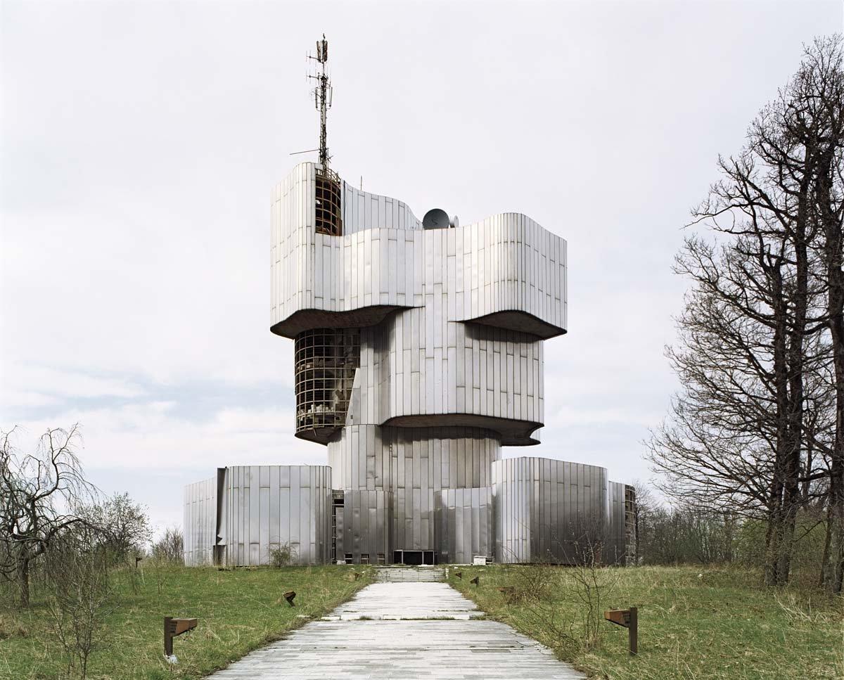 Estes monumentos iugoslavos parecem rel�quias de uma civiliza��o alien�gena 02